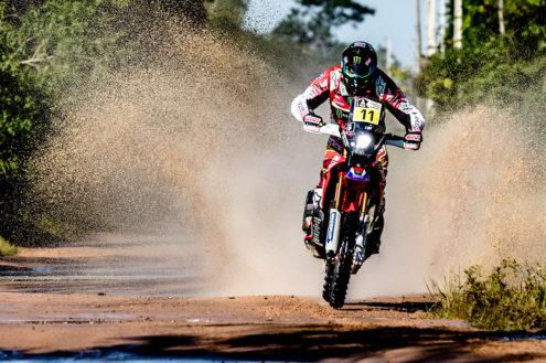 Video: Joan Barreda takes his Honda for a swim at the Dakar Rally