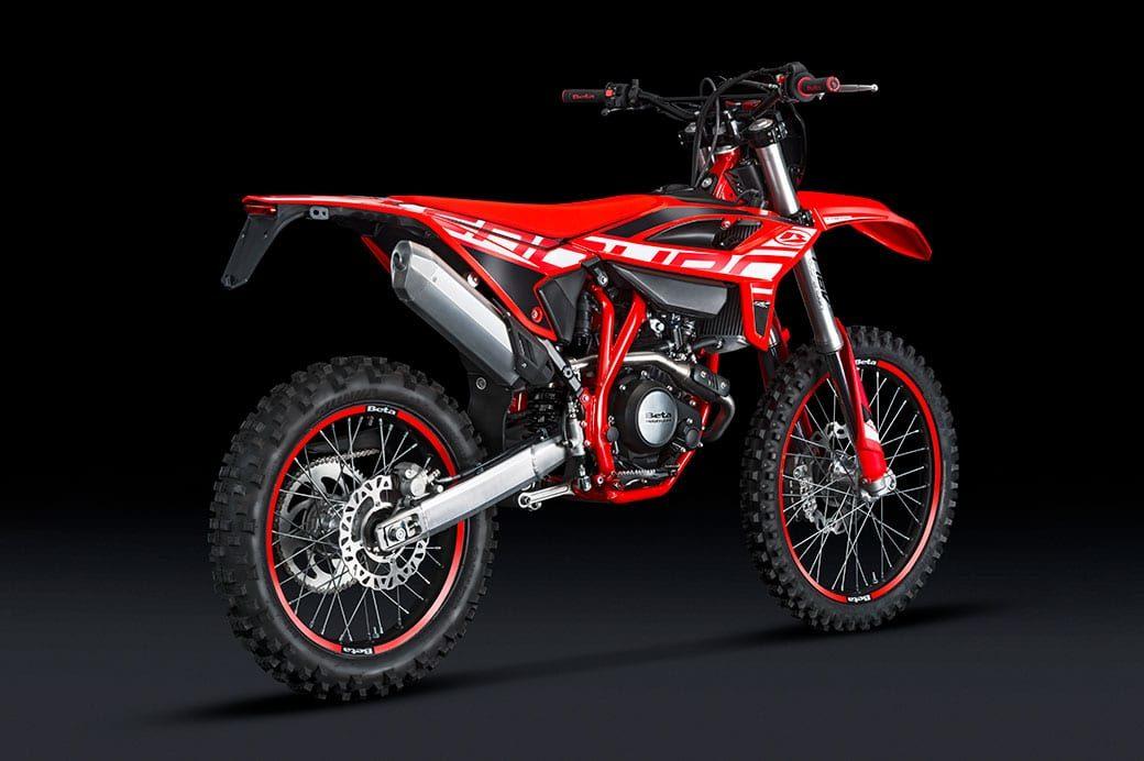 2021-beta-rr-125-lc-4t-enduro-bk-background-m01