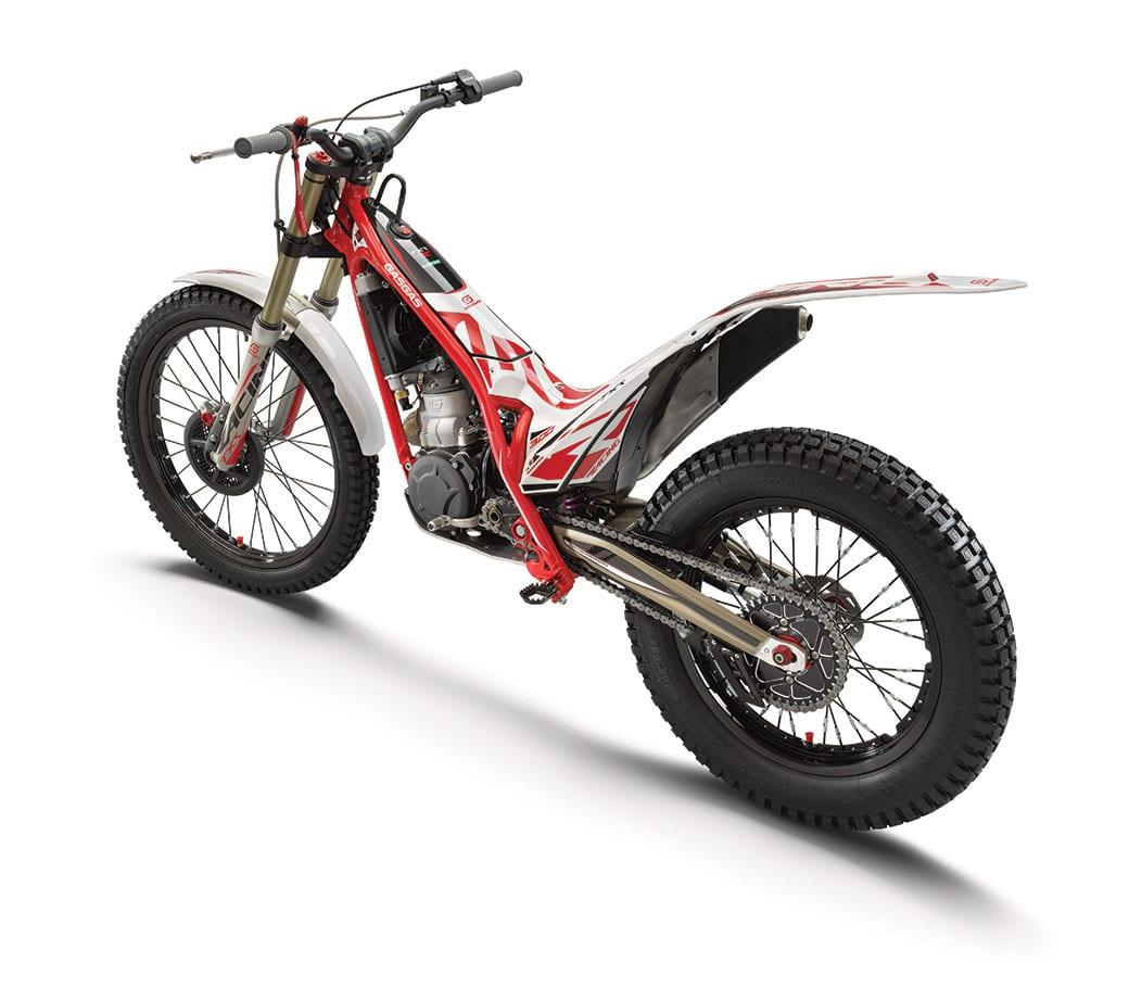 2824_txt_racing_300_rear_le_my2021_web