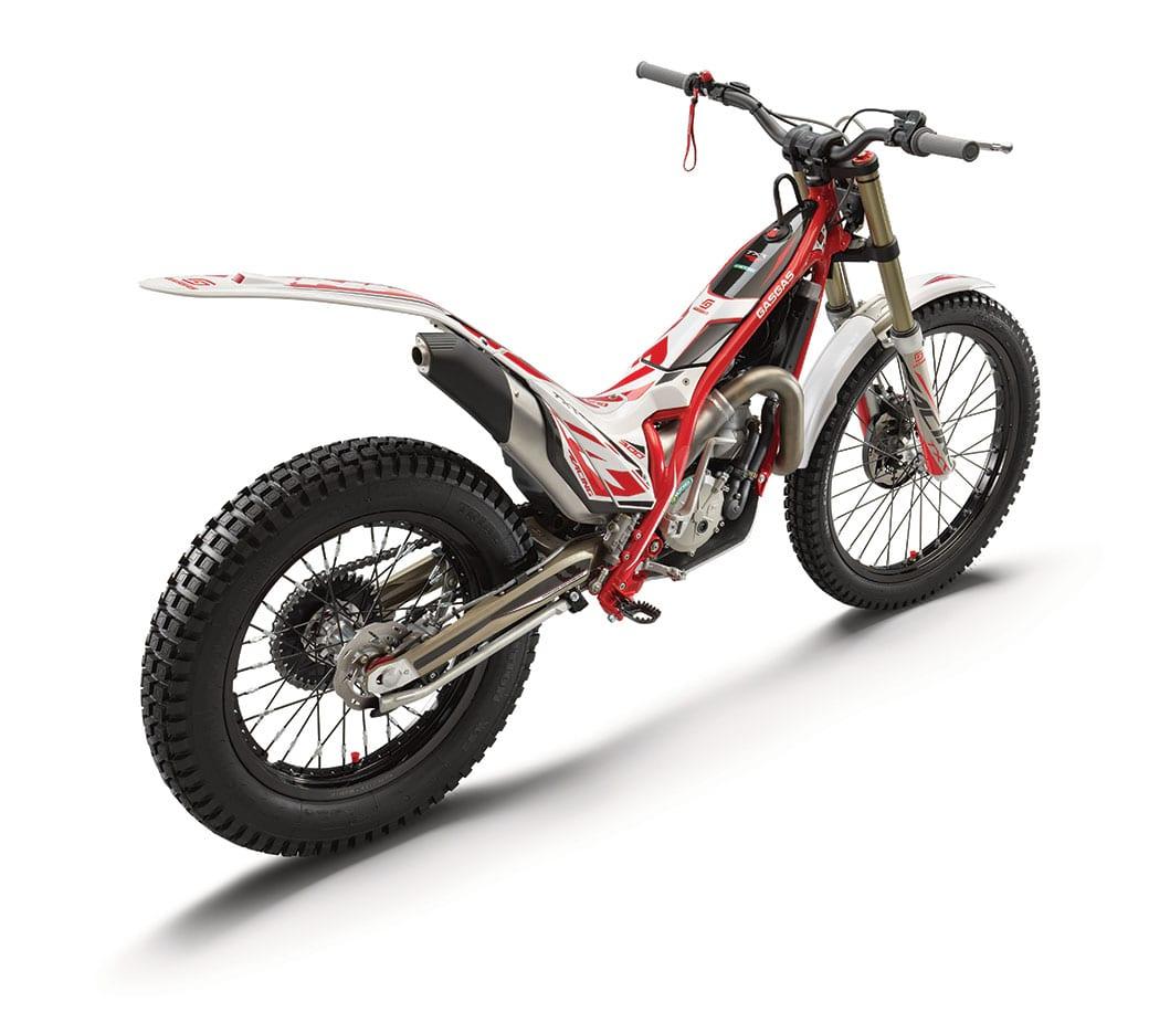 2825_txt_racing_300_rear_ri_my2021_web