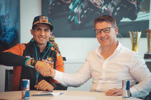 kevin_benavides_ktm_factory_racing_signing_02_m01